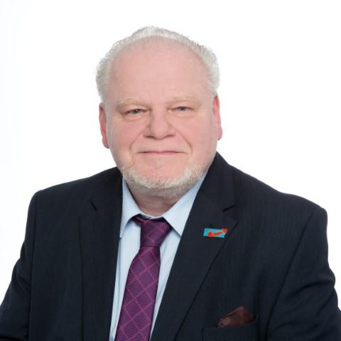 Konstantin Benardos – Ausschussvorsitzender Umwelt, Verkehr, Ordnung, Sicherheit und Euromodellstadt, Mitglied Guben/Gubin Kommission, stellv. Mitglied im Mitglied im Rechnungsprüfungsausschuss